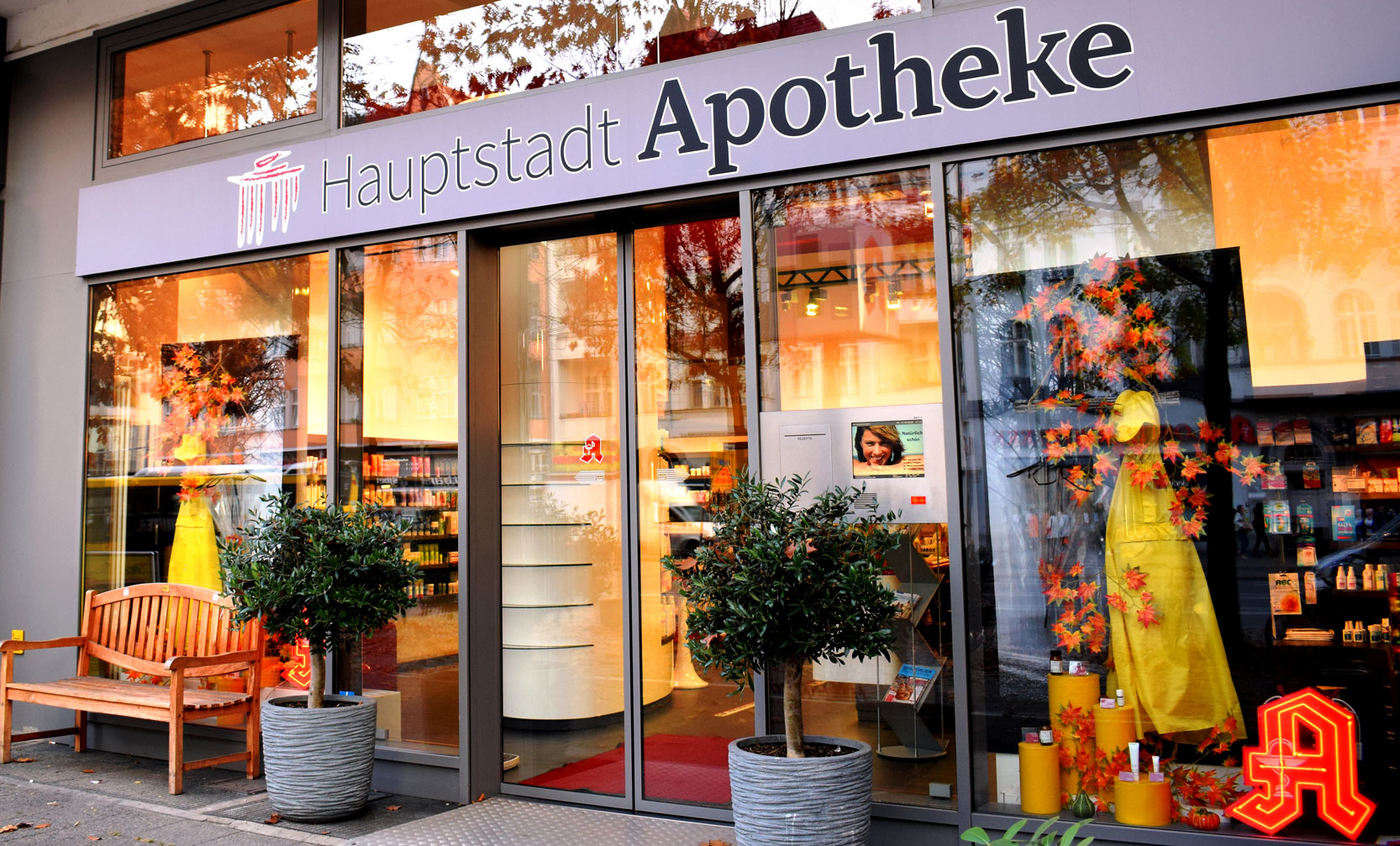 Hauptstadtapotheke Berlin Spandau Außenansicht